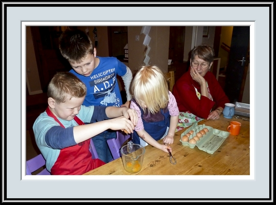 Sam, Ben, Eloise & Cathy Baking, P1010248.jpg