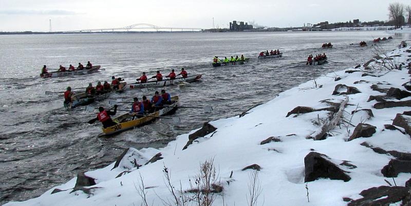 Larmada de canots vers la ville