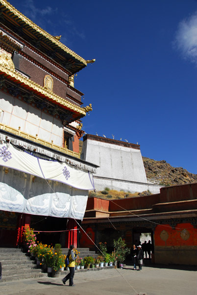 Kelsang Temple Complex with the Tombs of the 5th-9th Panchen Lamas