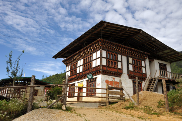 Traditional house along the National Highway - Kencho Bar Shop Hongsu