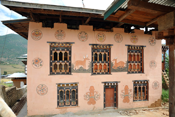 House in Lobesa painted with traditional symbols