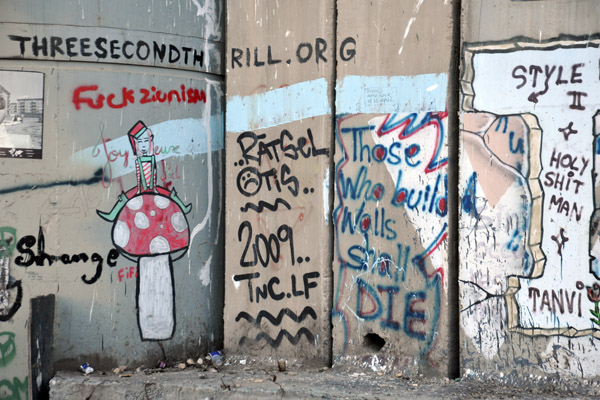 West Bank Separation Wall graffiti - Those who build walls shall die