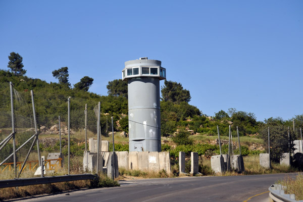 Israeli watch tower along Highway 60 between Muaskar alArub and Bayt Umar