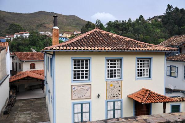 House with two sundials, Rua Cnso. Santana, Ouro Preto