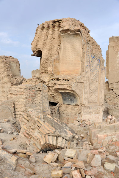 Severe earthquake damage from 1948