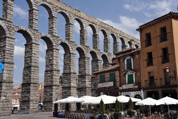 Roman Aqueduct, Plaza Azoguejo