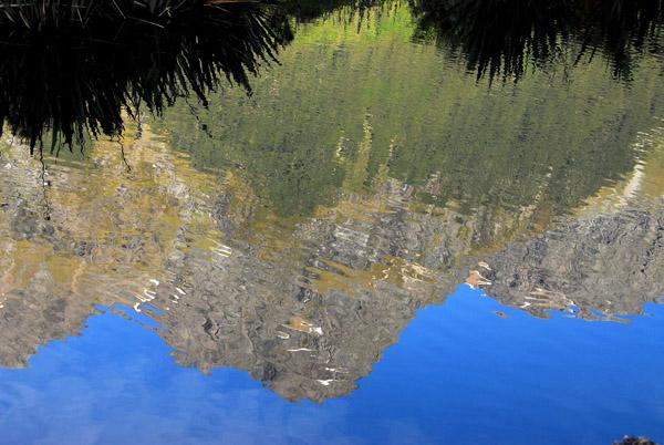 Reflextion of Mount Elginton in Mirror Lakes