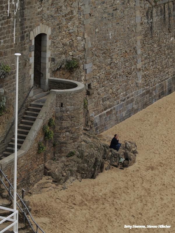 St. Malo - onder aan de muur