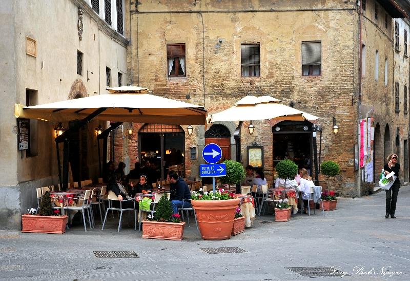 corner cafe on Via San Matteo, San Gimignano, Italy