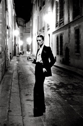 Yves Saint Laurent Le Smoking © Helmut Newton