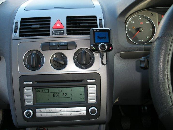 VW 07 Golf Parrot LS3200.JPG