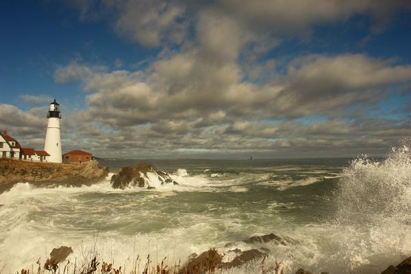 DSC09208.jpg  SPLASH!- sky and surf portland head light donald verger lighthouses maine