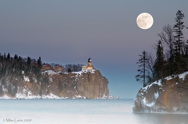 Split Rock Lighthouse (January full moon)