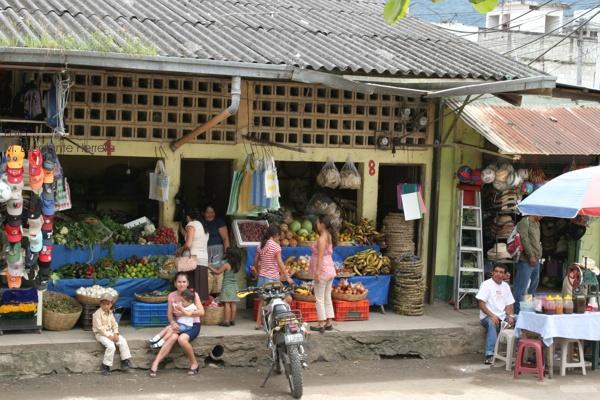 Vista Parcial del Mercado Local