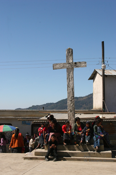 Cruz de Madera Frente a la Iglesia