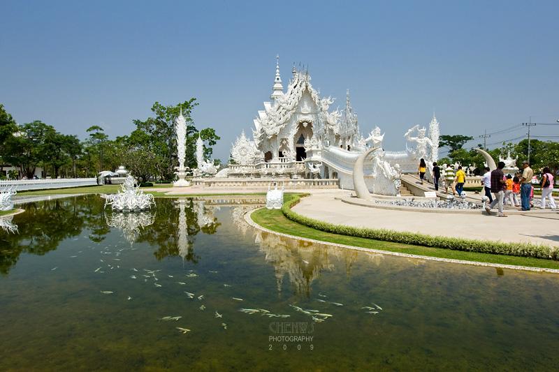 Wat Rong Khun on the way to Cheng Rai