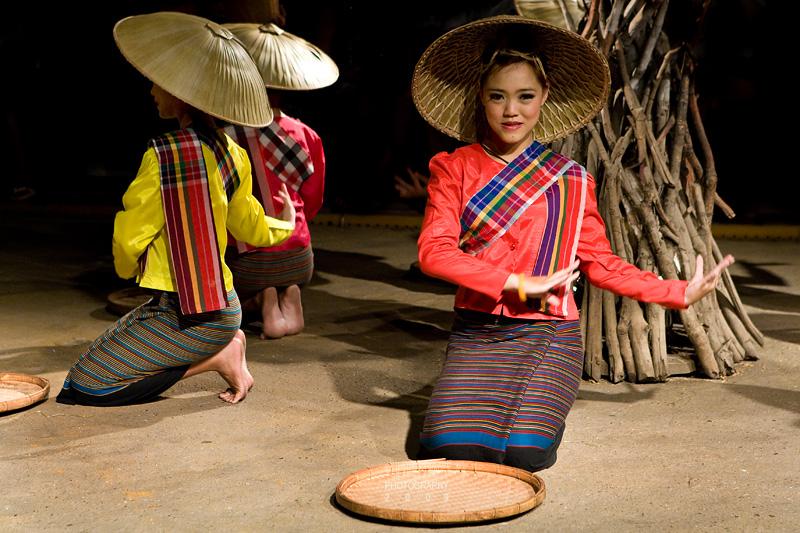 Rich Winnowing Dance, Northern Thai