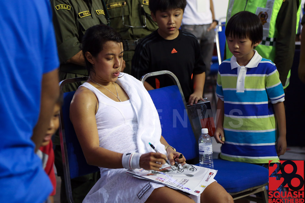 Nicol David signs for young fans