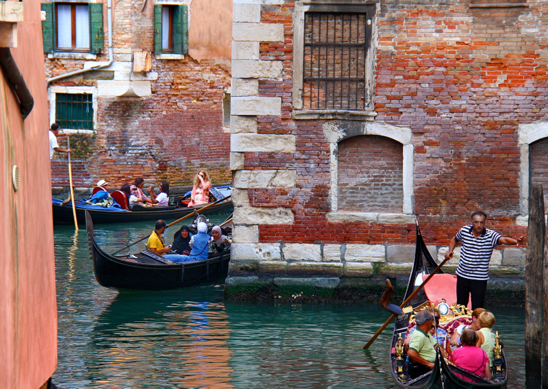 Ok guys,look at this image:all the worlds peoples in a corner of Venice!