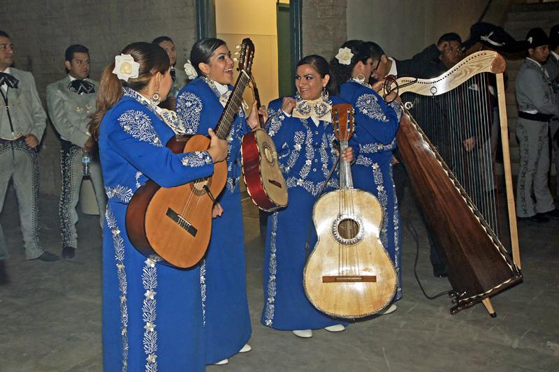 Mariachi Femenil Orgullo Mexicano - 02.jpg
