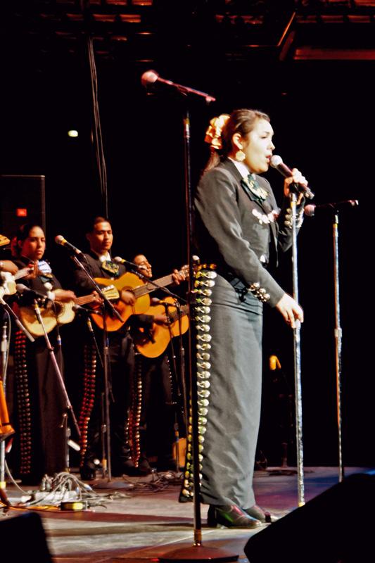 Mariachi Tesoro de San Fernando - 07.jpg