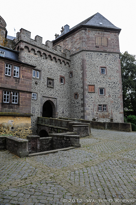 Gatehouse and Defense Tower