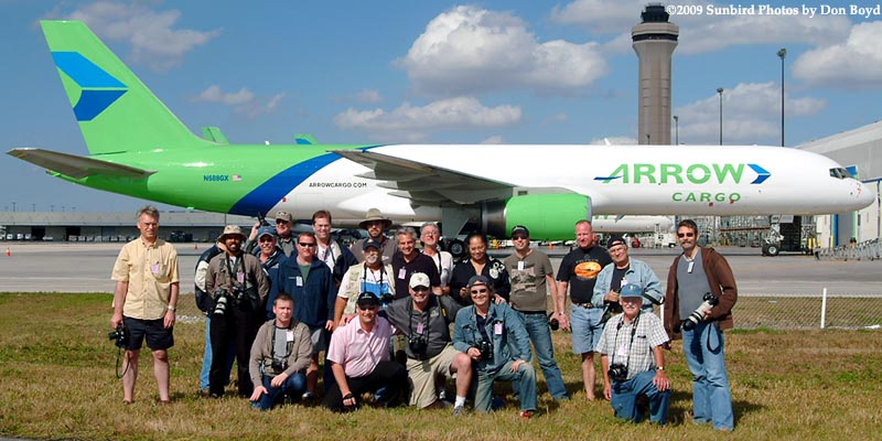 2009 - the annual photographers tour in front of Arrow Air Cargo B757-225(F) N688GX at Miami International Airport, photo #1476