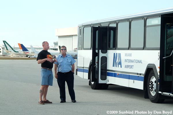 2009 - Tri-Star Bob Patterson and Airport Attendant Al Cata on the annual photographers tour at MIA, photo #1489