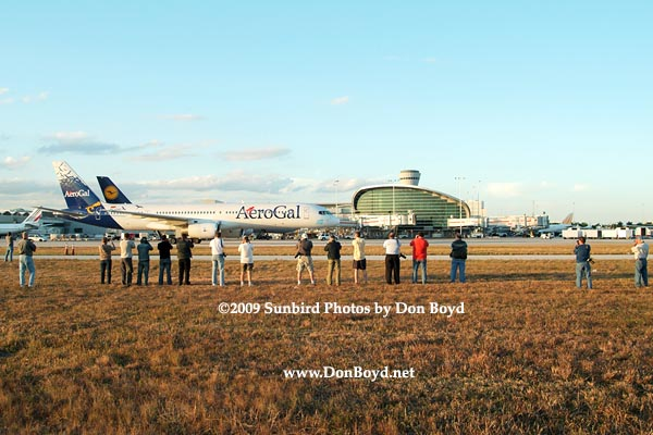 2009 - the annual photographers tour at MIA with Aerogals B757-236 HC-CHC taxiing in the background, photo #1515
