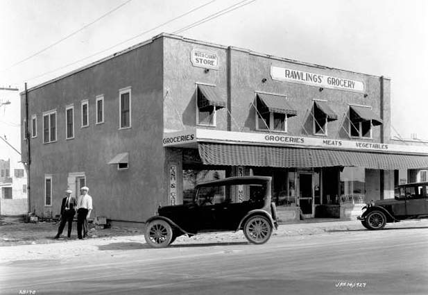 1927 - Antique cars at Rawlings Grocery in Hialeah