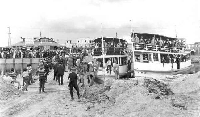 Late 1930s - passenger boats Lady Lou and Biscayne moored to crowded Hialeah dock