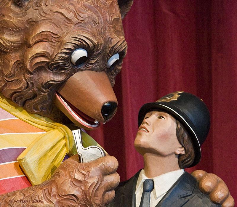 JEFF KOONS<br>Bear and Policeman