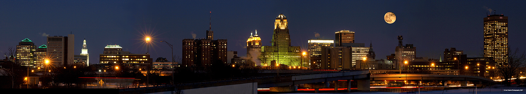 Moonrise_over_Buffalo_01.jpg