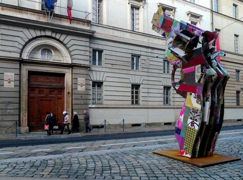 Walking my city - Sculpture at gun