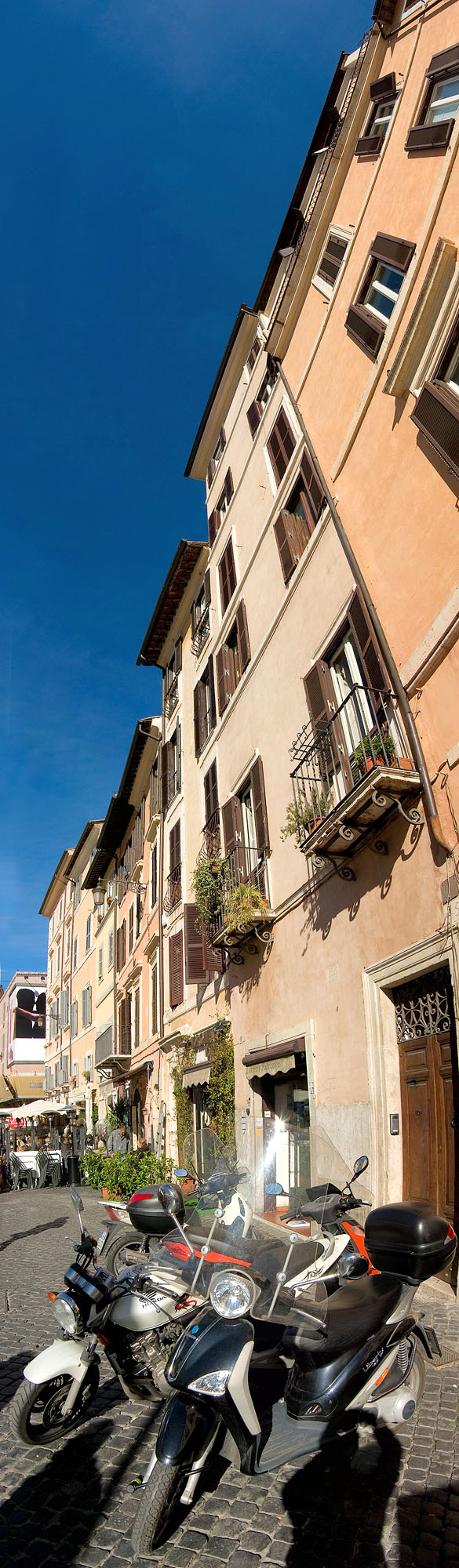 Bikes and house fronts at Campo de Fiori