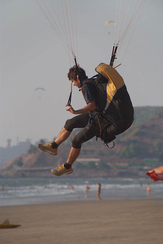 Learning to Paraglide Arambol
