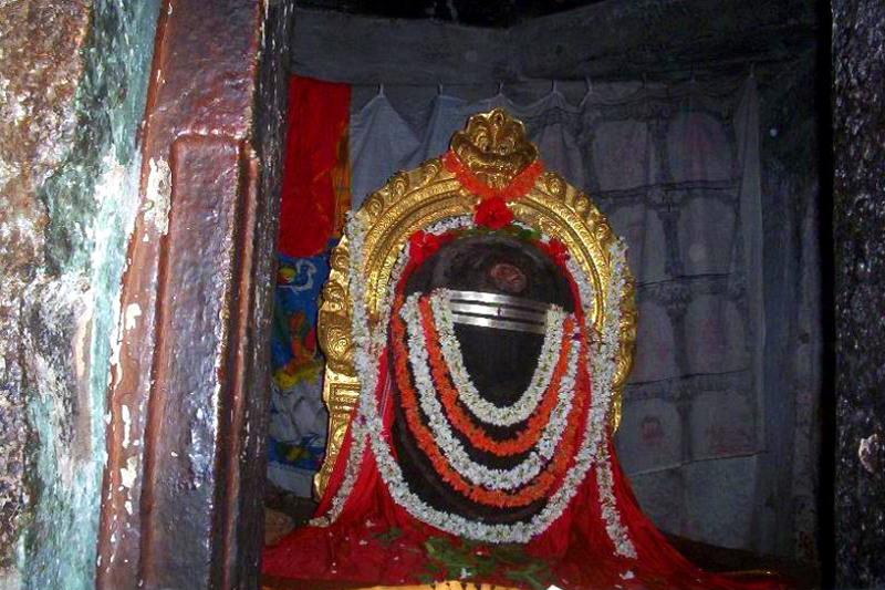 Shiva Lingam, one of the many in Talakad