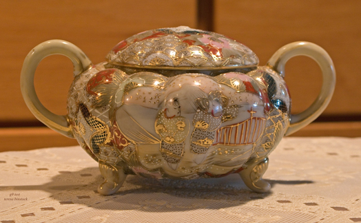 zIMG_0050 collectible bowl with lid.jpg