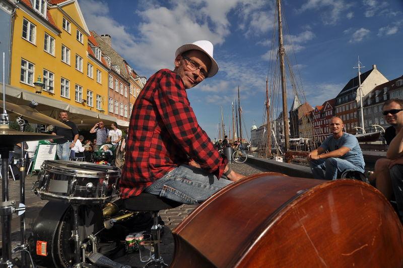 Nyhavn musician