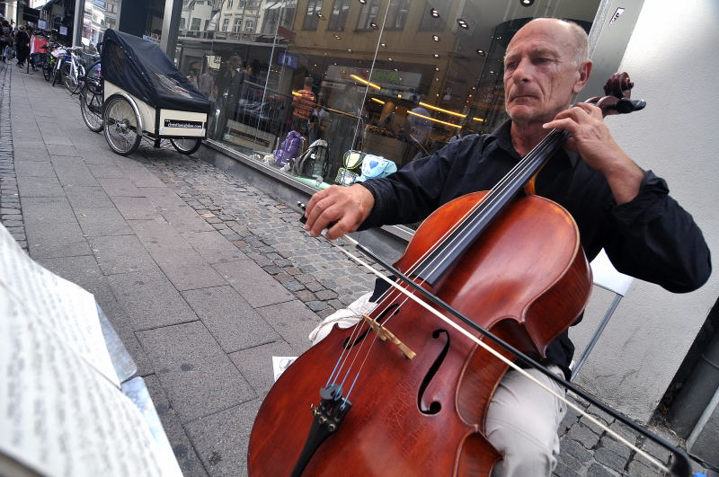 Player on Stroget