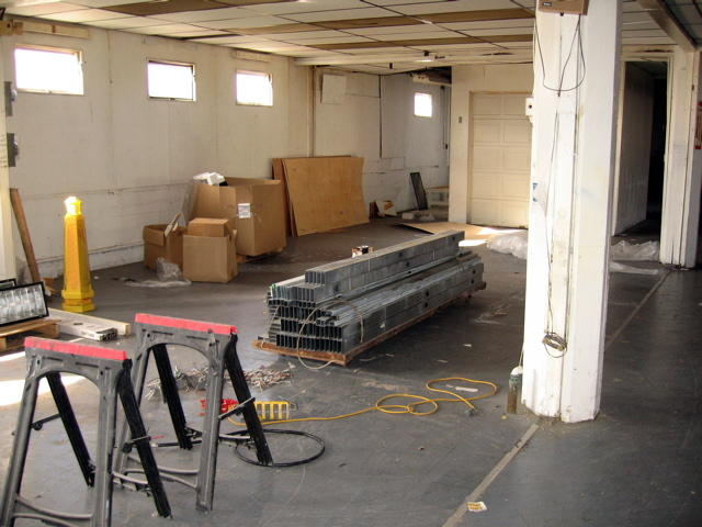 box folding station