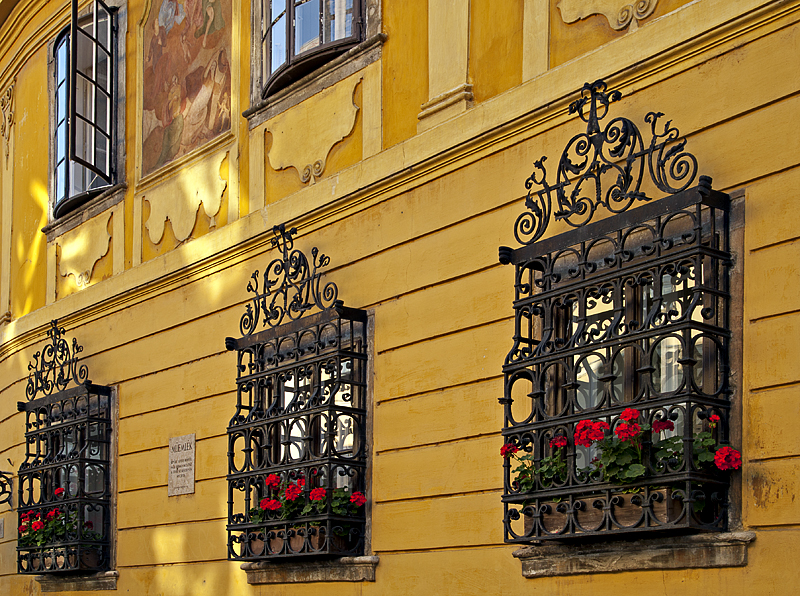 Gold in the Castle district