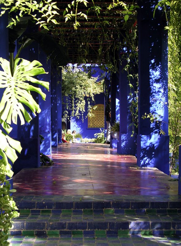 039 Marrakech - Majorelle - Shady path.JPG