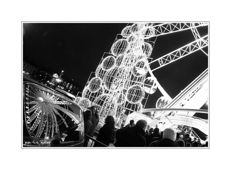 Big wheel, night.