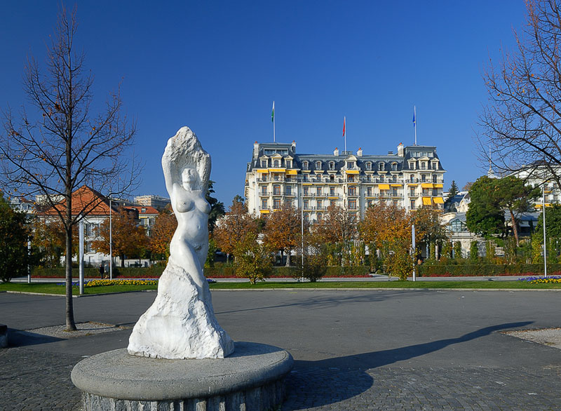 Statue and Hotel Beau Rivage Palace
