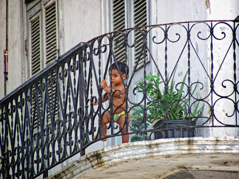 balcony scene in Casco Viejo