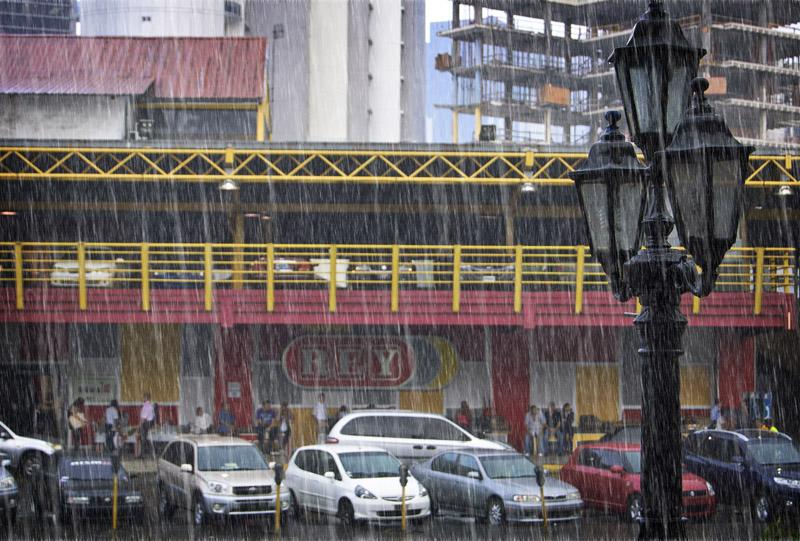 rainfall on via Espana