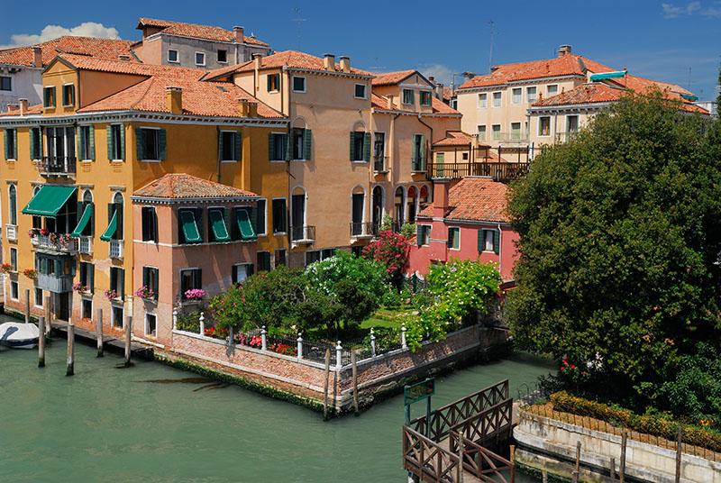 139 Venetian houses and garden.jpg