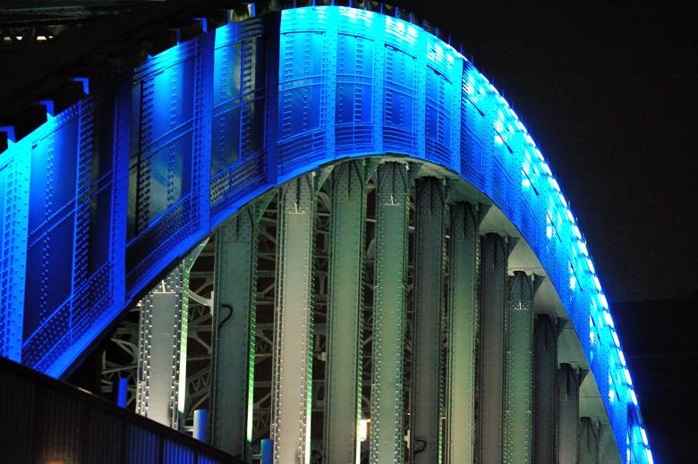 Sumida Bridge, close