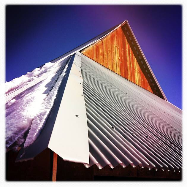 Winter cools off the barn at Foresta - Hipstmatic